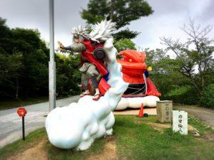 忍里のガマブン太と自来也様の像