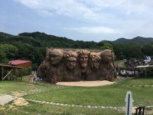 忍里の顔岩・火影岩
