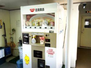 スオーナダフェリー内の日清カップヌードル自販機