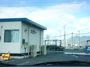徳山港フェリー乗り場の景色と工場の煙