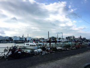 徳山港の景色と工場の煙