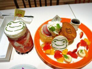 かえるのピクルス大阪イベント2021年のコラボカフェのパンケーキといちごオレ