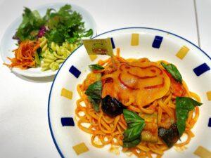かえるのピクルス大阪イベント2021年のコラボカフェのパスタとサラダ
